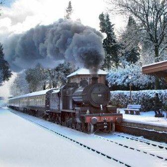 A Festive Sight! Christmas Stream Train approaching